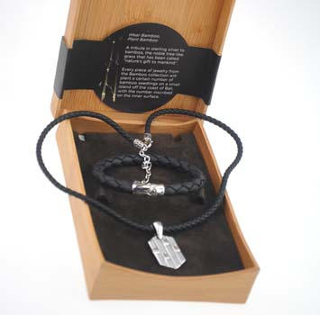 "151997 JOHN HARDY Men's Bamboo Gift Set - Bamboo Clasp Black Leather Bracelet, Size M and Dogtag Pendant on Black Leather Cord, Size 18""-20"" adjustable"